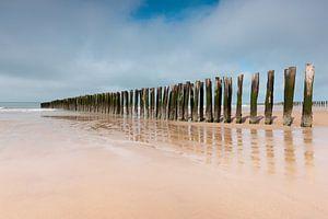 Golfbrekers bewaken de Opaalkust in Noord Frankrijk van