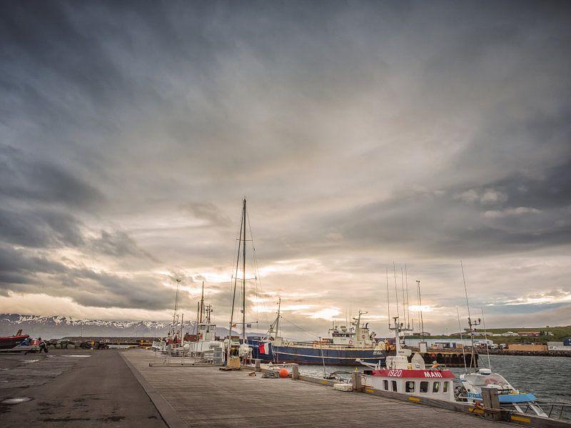 Husavik Harbour van shotbylex