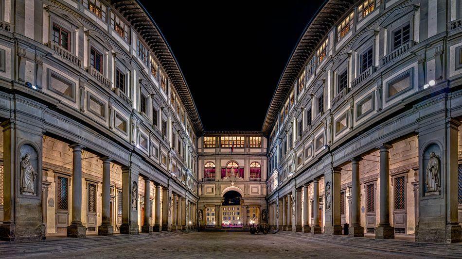 Uffizi gallery Florence at night I van Teun Ruijters