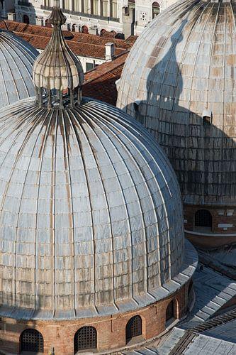 Kuppeln der Basilika von Venedig