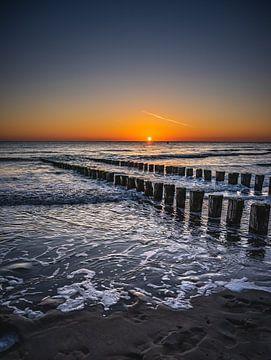 Zonsondergang op het strand van Jolanda Bosselaar