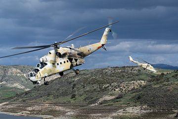 Force aérienne de Chypre Mi-35P Hind sur Dirk Jan de Ridder