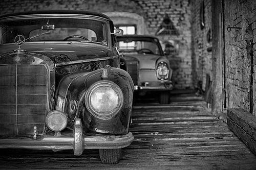 Two Mercedes sur