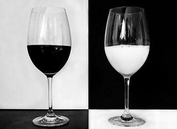 Abstract stilleven van glazen in zwart wit van Marianne van der Zee