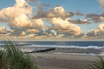 Strand van Cadzand-bad tijdens de zonsopkomst van John van de Gazelle