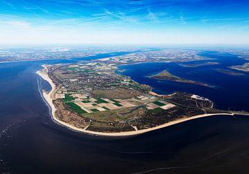 Overzicht van het voormalig eiland Goeree Overflakkee gelegen tussen Haringvliet en Grevelingenmeer  van Sky Pictures Fotografie