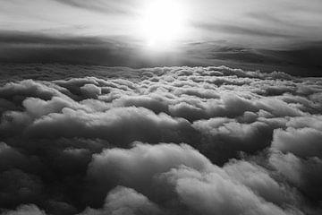 Zwart wit foto van wolken van Ellis Peeters