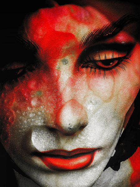Tears and red lips van Gabi Hampe