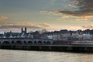 Foto van de Sint-Servaasbrug en Onze-Lieve-Vrouwebasiliek in Maastricht van