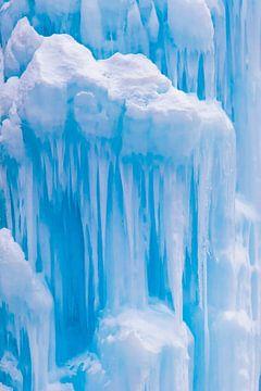 Bevroren waterval in het Engadin in Zwitserland van Werner Dieterich