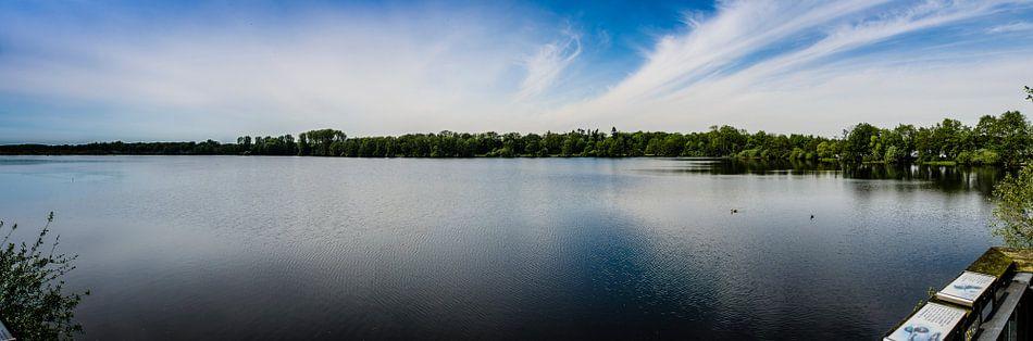 Panorama met een mooi meer