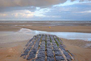 Wellenbrecher am Strand von Johan Vanbockryck