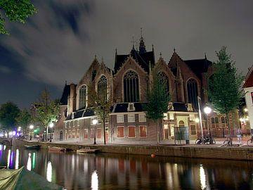Oude Kerk (Amsterdam) in der Nacht von Edwin Butter