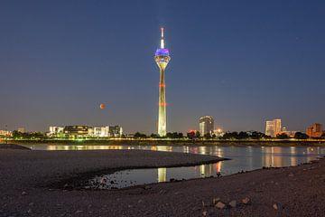 Blutmond in Düsseldorf von Michael Valjak