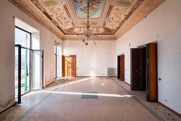 Verlassene Villa mit schöner Aussicht. von Roman Robroek