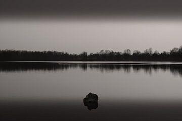 Stilte aan het meer II van Lena Weisbek