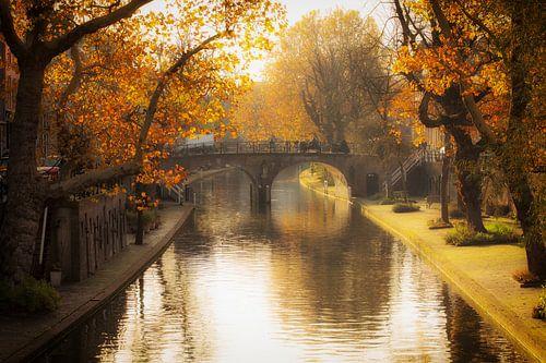 Herfst in Utrecht, De Geertebrug over de (G)Oudegracht in Utrecht in het herfstlicht van