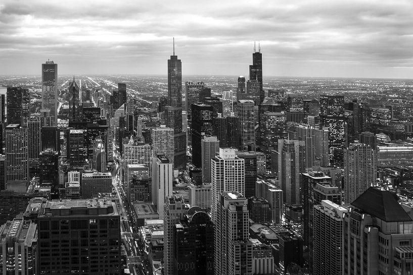 Chicago skyline by night, zonsondergang. van Michèle Huge