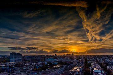 Zonsondergang vanaf het OLVG in Amsterdam Oost. van