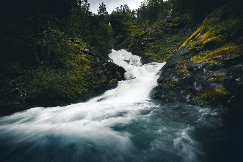 Norwegian waterfall van Jip van Bodegom