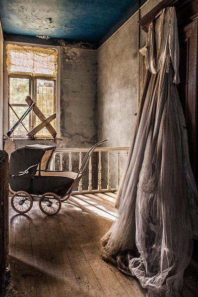 Maison of the Bride van Anjolie Deguelle
