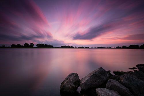 Zonsondergang langs de IJssel van