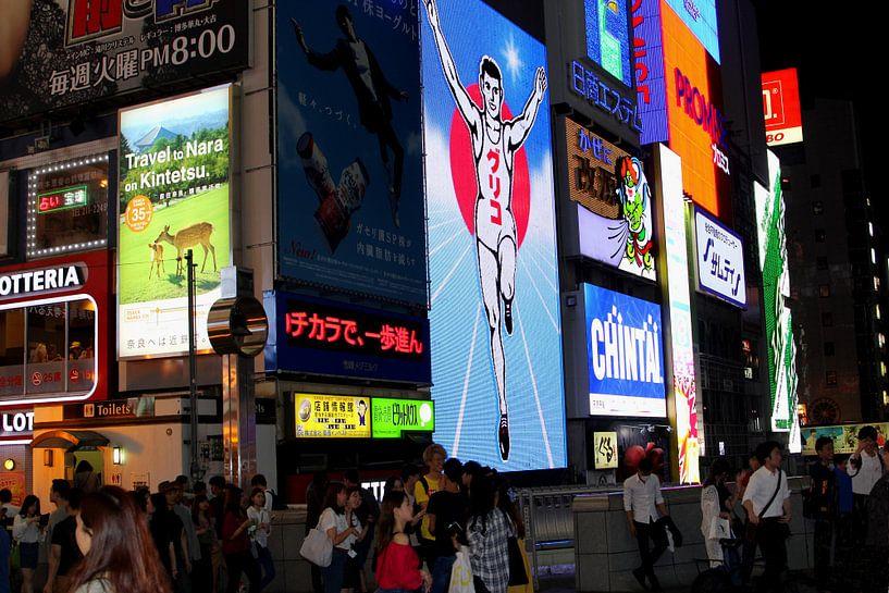 Nachtleven in Osaka van Inge Hogenbijl