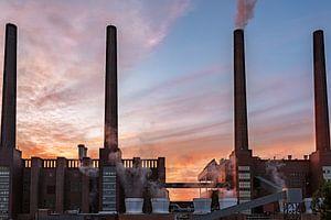 De krachtcentrale van Volkswagen bij zonsondergang van Marc-Sven Kirsch