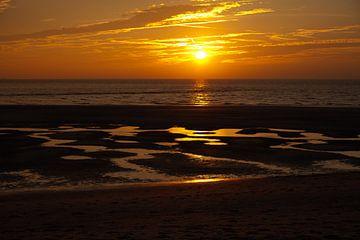 Ondergaande zon op het strand van