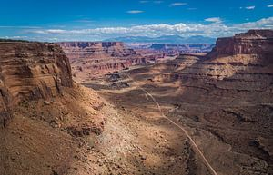 Shafertrail in Canyonlands Nationaal park Utah van Marja Spiering