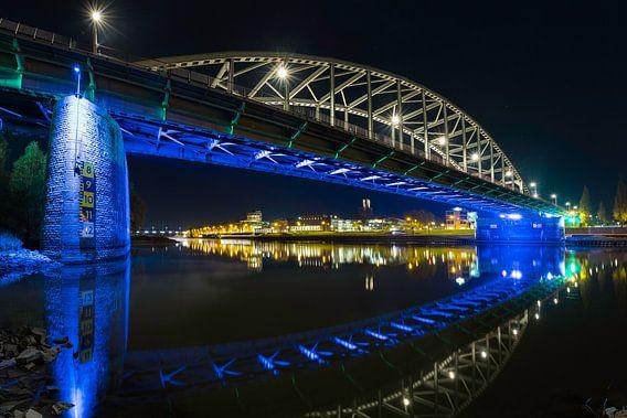 When the city show lights van Freek van den Driesschen