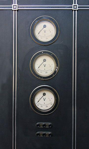 industriele volt meters van Peter v Mierlo