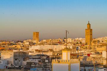 Uitzicht over Rabat, vanuit de oude medina. van Easycopters