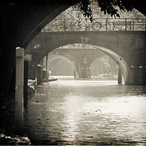 Vintage sfeer op de Oudegracht in Utrecht met de Smeebrug, Geertebrug en Vollersbrug