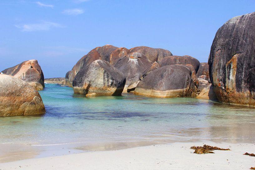 Idyllisch strand, Australië van Inge Hogenbijl