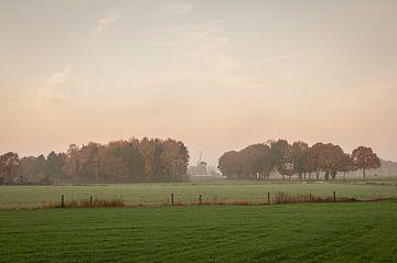 Nebliger Sonnenaufgang von Nancy van Verseveld