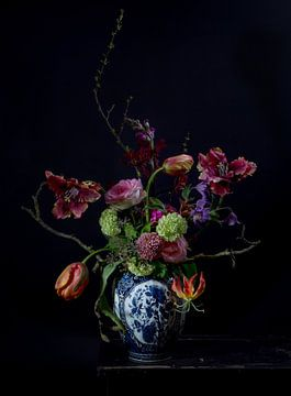 Stilleven bloemen zwart van Wietske Lavrijssen