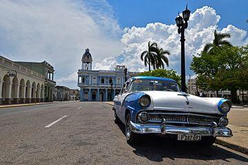 Oldtimer in der Stadt Cienfuegos, Kuba von Herman Keizer