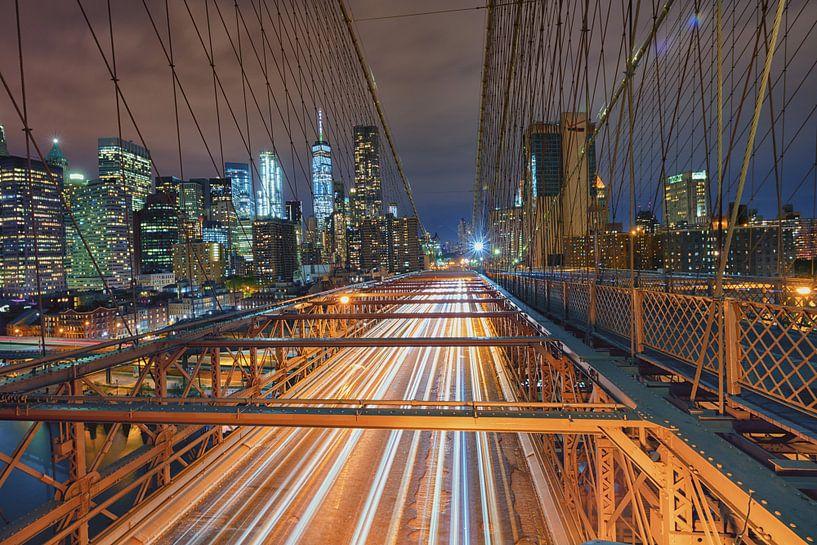 View on the Brooklyn Bridge at night van Bas Meelker