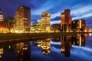 Amsterdam Zuidas reflectie van Dennis van de Water