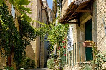 Typisch Frans straatje/steegje von Peters Foto Nieuws l Beelderiseren