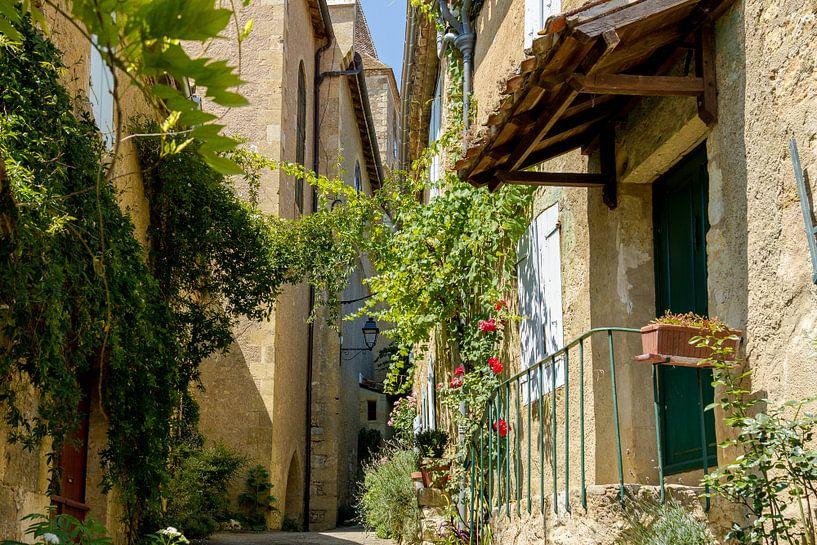 Typisch Frans straatje/steegje van Peters Foto Nieuws l Beelderiseren