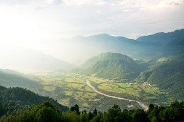 Uitzicht over de Soca rivier in Slovenië van Reis Genie