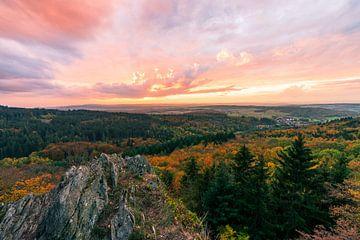Uitzicht vanaf de Zacken over de Taunus van Christian Klös