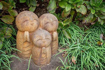 Drei betende Buddha-Statuen von Mickéle Godderis