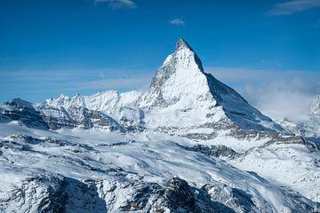 Das schneebedeckte Matterhorn im Winter von Ralph Rozema
