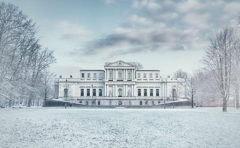 Haarlem: Paviljoen Welgelegen in de sneeuw. van Olaf Kramer