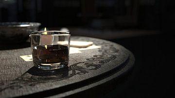 glas whisky op een tafel_HMS