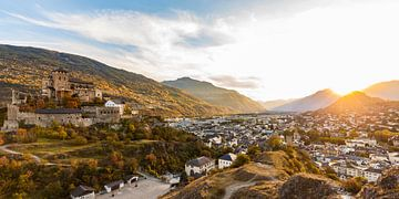 Zonsondergang in Sion in Zwitserland van Werner Dieterich