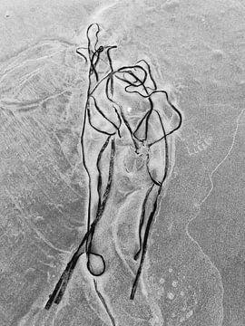 Paar op het strand_Schierblikken_RW_#8 van Bernadette van Beurten | ideeënkunstenaar| SCHIERBLIKKEN |